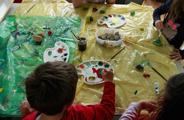romski_otroci_pri_ustvarjanju